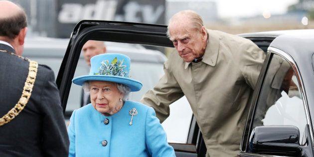 Photo d'archives de la reine Élisabeth II et du prince