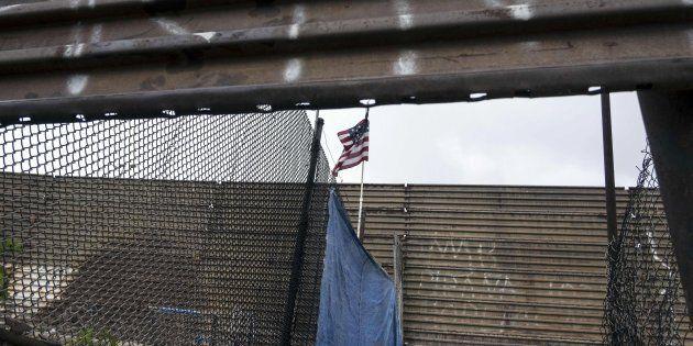 Frontière entre Tijuana au Mexique et Baja en