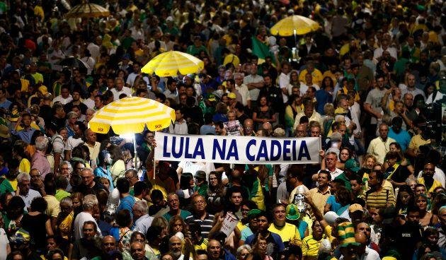 Forte mobilisation anti-Lula au Brésil à la veille d'un jugement