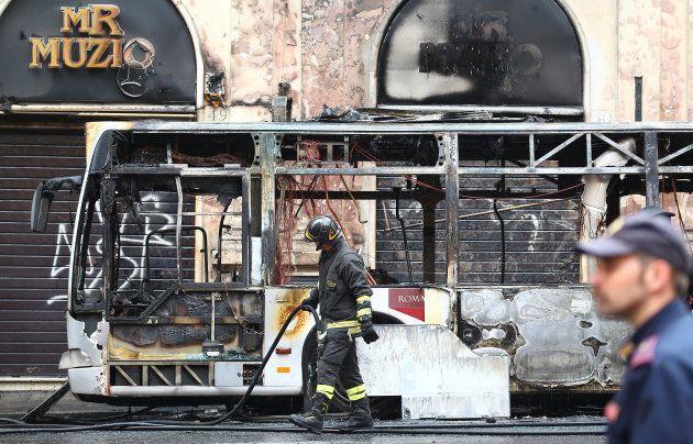 Un bus explose en plein coeur de
