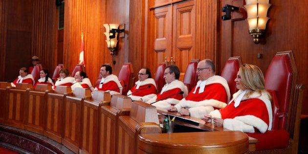 Photo d'archives des neuf juges de la Cour