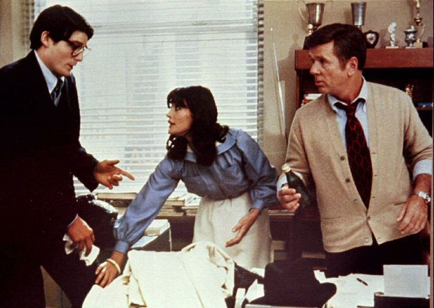 Margot Kidder au centre de Christopher Reeve et Jackie Cooper dans le film «Superman» de