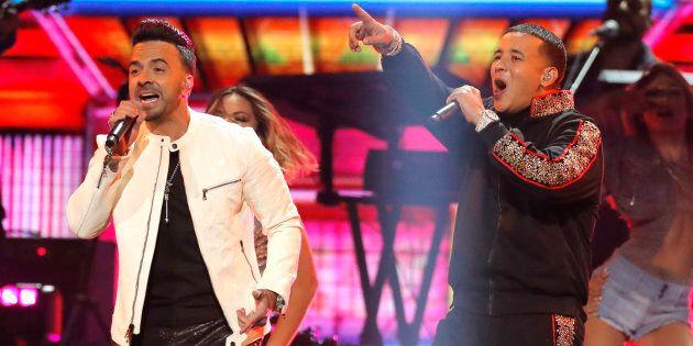 Luis Fonsi et Daddy Yankee qui interprètent la chanson «Despacito» aux