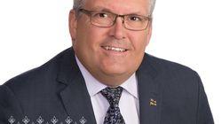 Le député Yves St-Denis se retire du caucus