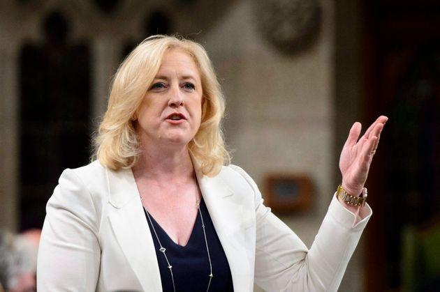 Lisa Raitt a accusé Justin Trudeau de ne pas se soucier des citoyens des provinces de