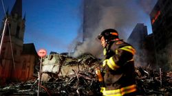 Un immeuble de 24 étages ravagé par les flammes s'effondre à Sao