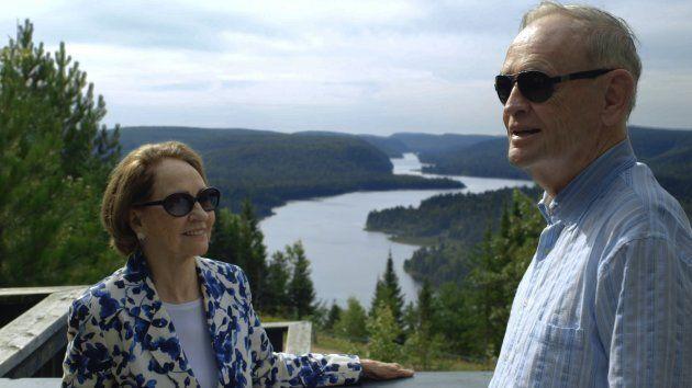 Une scène tirée du nouveau documentaire au sujet de la vie de Jean Chrétien. On le voit avec son épouse