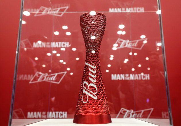 Coupe du monde de soccer: le trophée Budweiser au coeur d'une petite