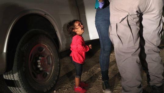 L'histoire déchirante derrière la photo très partagée de cette enfant en