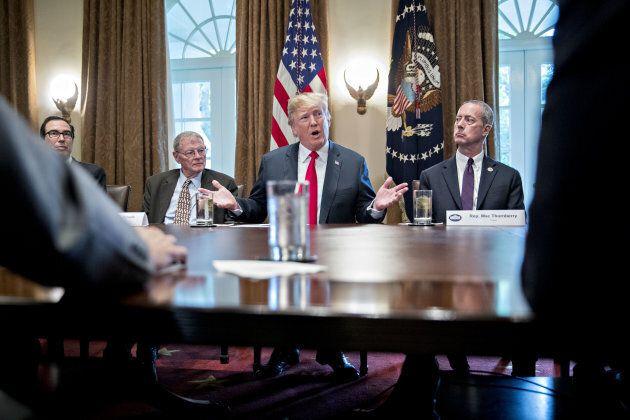 Donald Trump durant une réunion avec des membres du Congrès américain,
