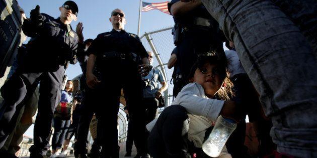 États-Unis: malgré la fin des séparations de migrants, les retrouvailles se font