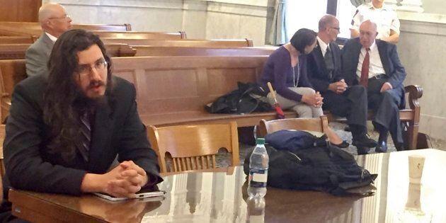 Michael Rotondo, à gauche, s'est fait ordonner par un juge de quitter le domicile