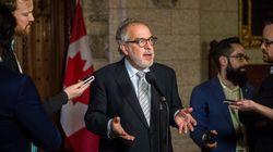 Cinq députés restent avec Québec