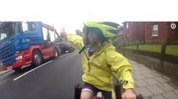 Une cycliste de 4 ans remercie un camionneur dans une vidéo devenue