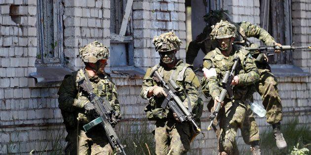 Des soldats canadiens lors d'un
