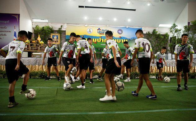 Les jeunes thaïlandais se sont adonnés à leur sport favori durant la conférence de presse qu'ils ont