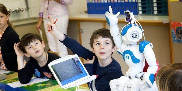 Le robot français Nao est présentement utilisé pour aider des élèves éprouvant des difficultés de santé...
