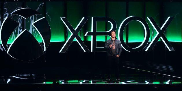 Phil Spencer, président exécutif du jeu chez Microsoft, devant les spectateurs au E3, le 10