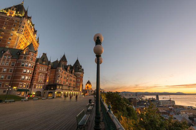 lever de soleil sur terrasse dufferin a quebec avant que tout le monde soit reveille -