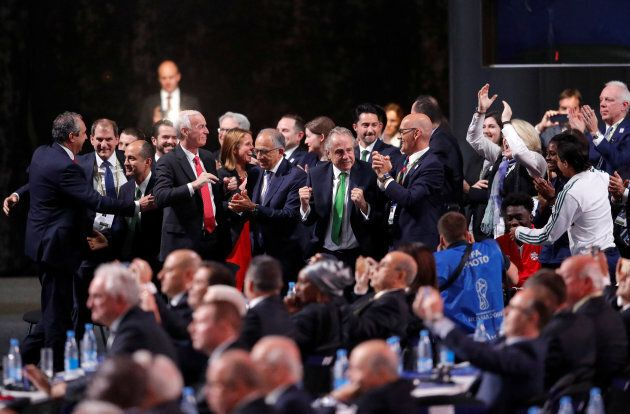 Le comité organisateur du trio Canada/États-Unis/Mexique célèbre après l'annonce qu'il organisera la...