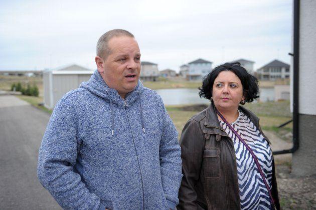 John et Mélanie Ferrer ont déménagé de la France à Winnipeg dans l'espoir de sauver leur fils.