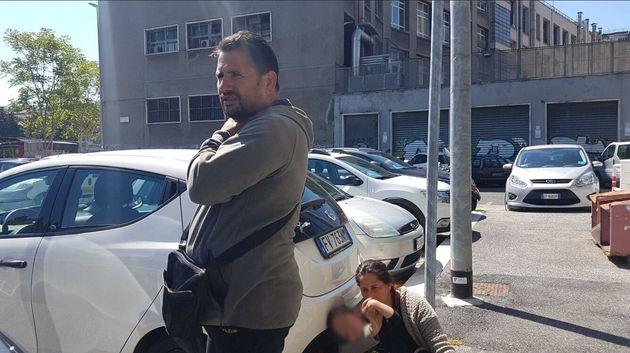 La famiglia rom resiste nella casa di Casal Bruciato. Castiglione: