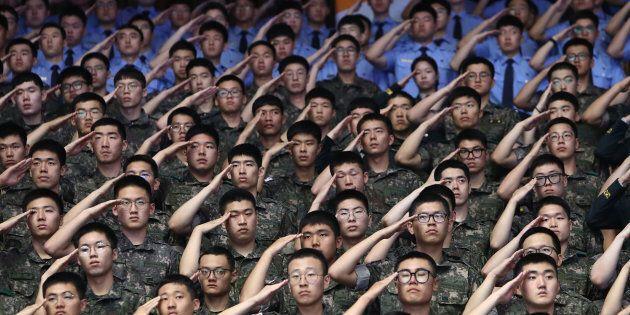 Des soldats de la Corée du Sud lors d'une cérémonie soulignant le 68ème anniversaire de la guerre de...