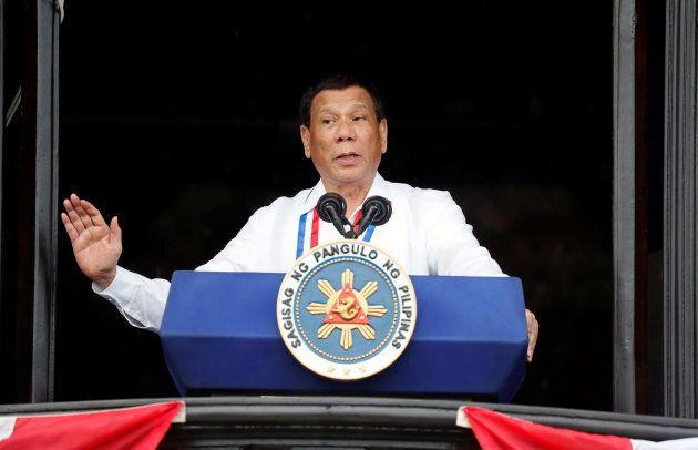 Le président Rodrigo Duterte et son entourage ont souvent été pris à colporter de fausses