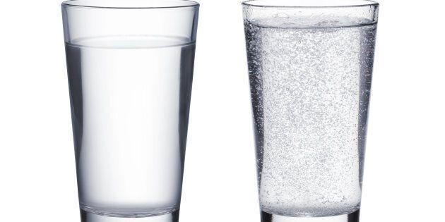 L'eau pétillante est-elle aussi désaltérante que l'eau