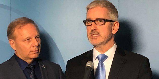 Jean-Martin Aussant avec le chef du Parti québécois, aussi chef de l'opposition officielle du Québec,...