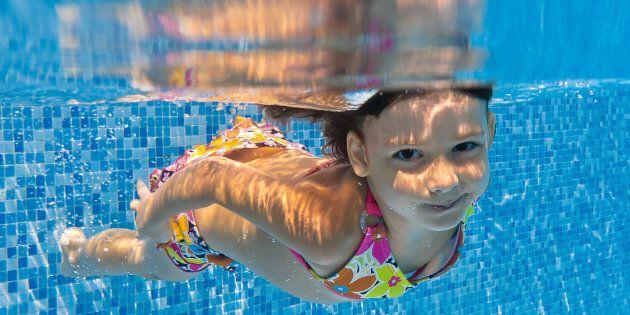 Des cours de natation obligatoires pour contrer les