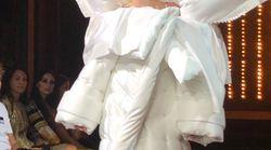 Surprise! Une robe-lit à la Semaine de la mode de