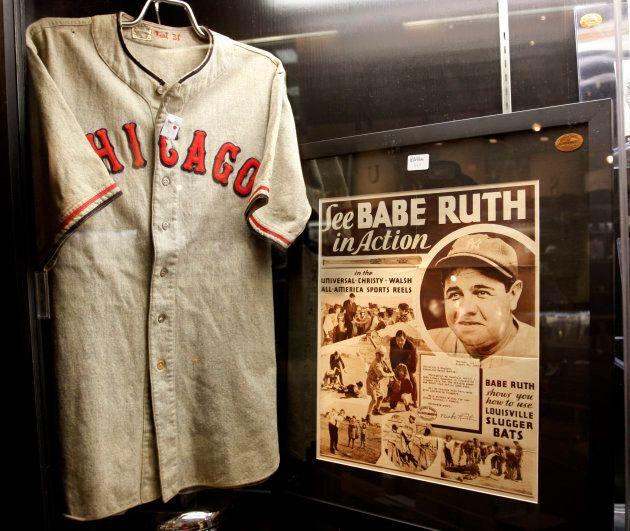 Son chandail est exposé dans un musée de Louisville au Kentucky avec 1100 autres articles de Babe Ruth....