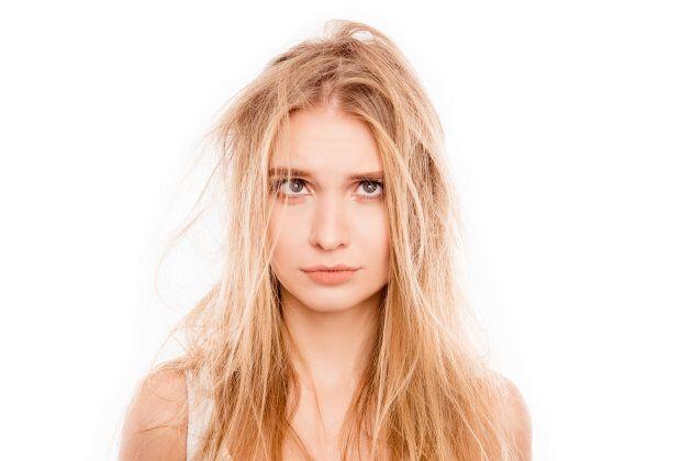 Cheveux abîmés par l'été: comment réparer sans tout