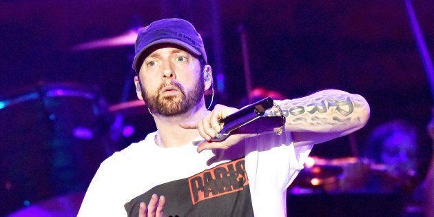 Eminem surprend ses fans avec un nouvel album,
