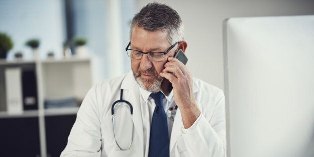 François Legault veut revoir le mode de rémunération des médecins afin d'encourager, par exemple, les...