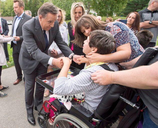 François Legault a rencontré des enfants handicapés et leurs parents jeudi matin.