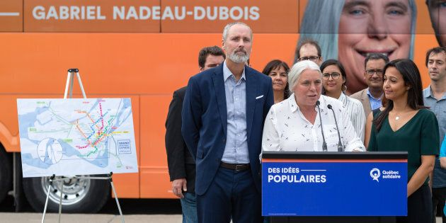 Manon Massé a procédé au dévoilement du projet le «Grand Montréal express» en compagnie des candidats...