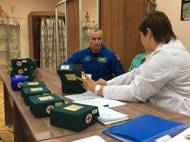 L'astronaute David Saint-Jacques en formation médicale au centre d'entraînement pour cosmonautes Youri-Gagarine,...