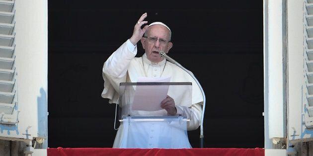 Le pape François a récité une prière à la place Saint-Pierre,