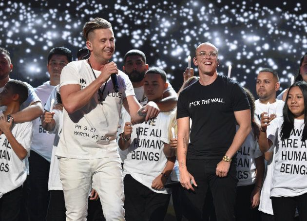 Ryan Tedder de One Republic et Logic ont offert une performance entouré de