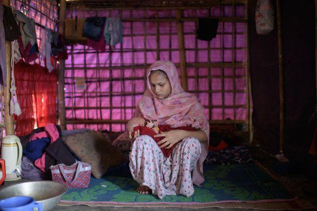 Johara Begum, 21 ans, avec son bébé de cinq