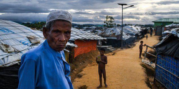 Les photographes Chandan Khanna et Ed Jones sont allés dans les camps situés au Bangladesh plus tôt au...