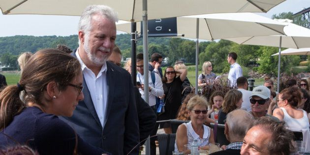 Julie-Maude Perron (gauche), candidate dans Louis-Hébert, et Philippe