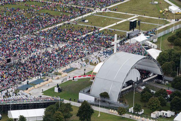 La messe donnée par le pape François a attiré des milliers de personnes à Dublin, en Irlande,