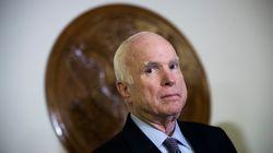 Trump ordonne la mise en berne des drapeaux pour McCain après des