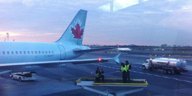 Un avion d'Air Canada a été légèrement endommagé lors d'une collision avec un autre appareil à l'aéroport...