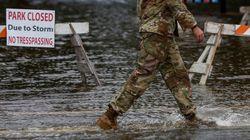 Plusieurs morts et des dizaines d'Américains piégés par l'ouragan