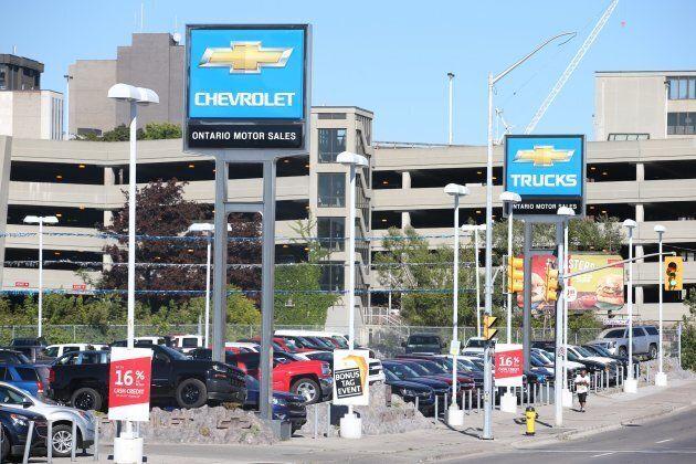 Ottawa promet d'aider les travailleurs de GM à