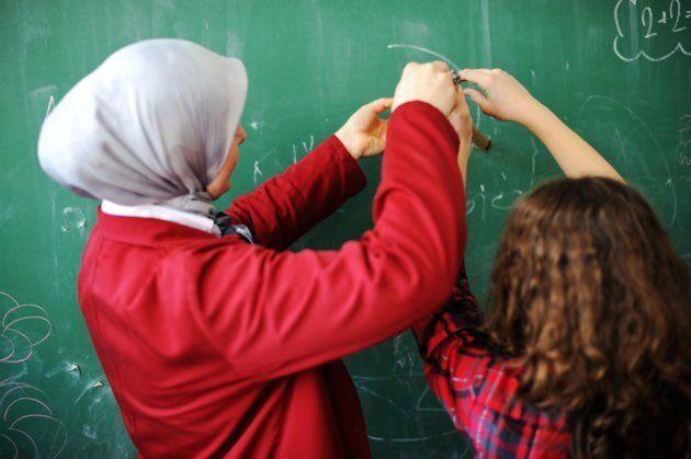 Le futur projet de loi de la CAQ viserait les enseignants du primaire et du secondaire.